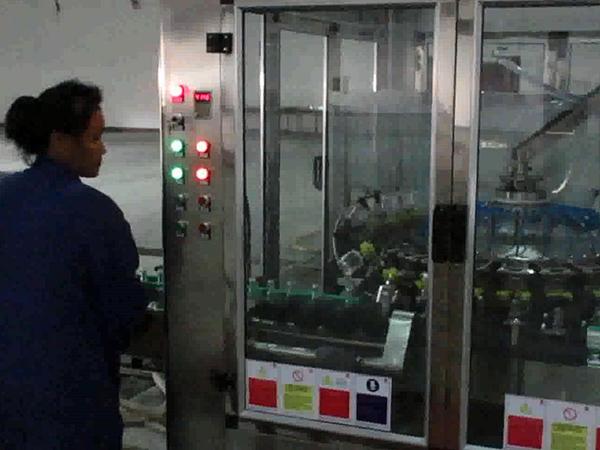 3000瓶全自动保健酒生产线.jpg